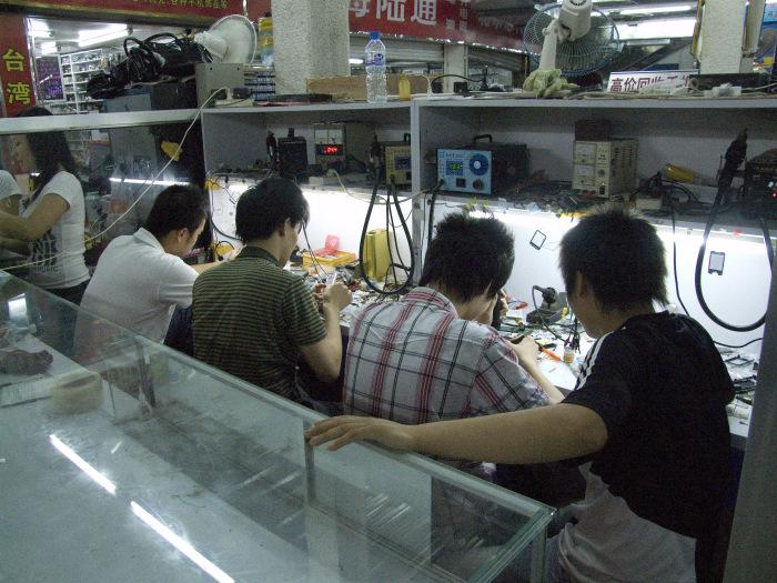 phone-repairman-china